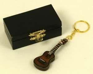 Schlüsselanhänger Gitarre dunkel 7cm