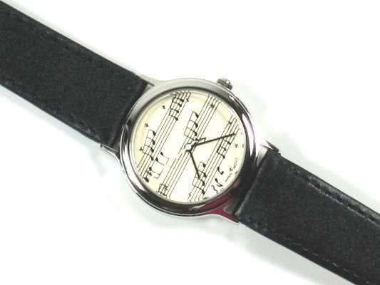 Armbanduhr schwarz im Notendesign