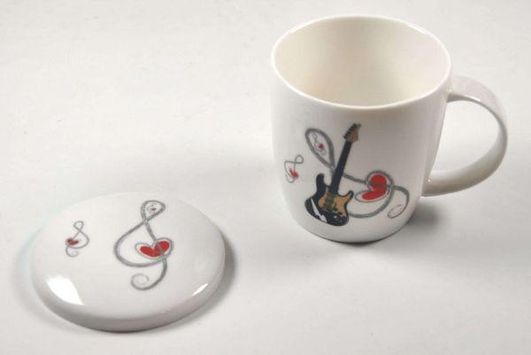 Porzellan-Tasse mit Deckel Con Cuore - E-Gitarre